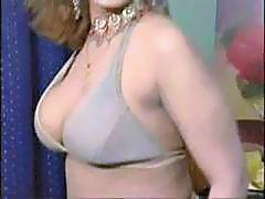 Pakistani bigboobs aunty nude dance in her bedroom